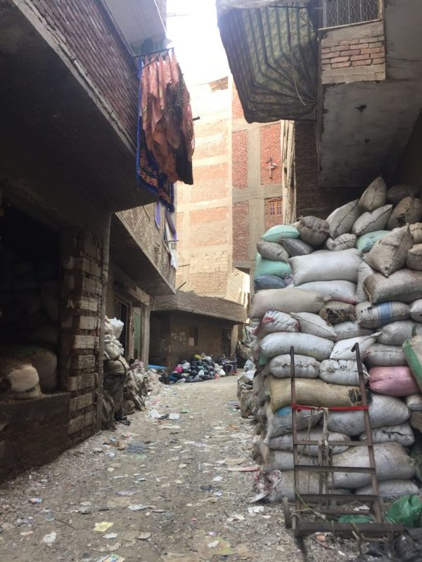 Weg in Garbage City Kairo
