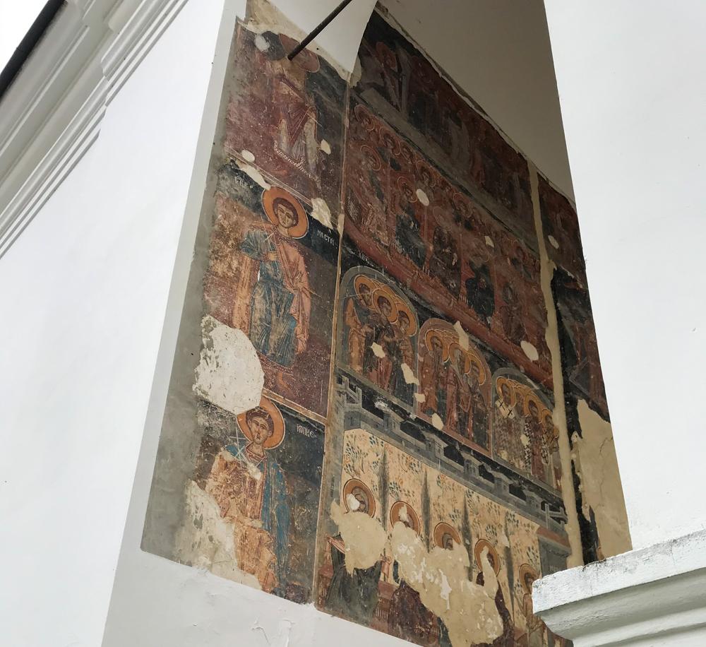 Kunstwerk im Krušedol-Kloster